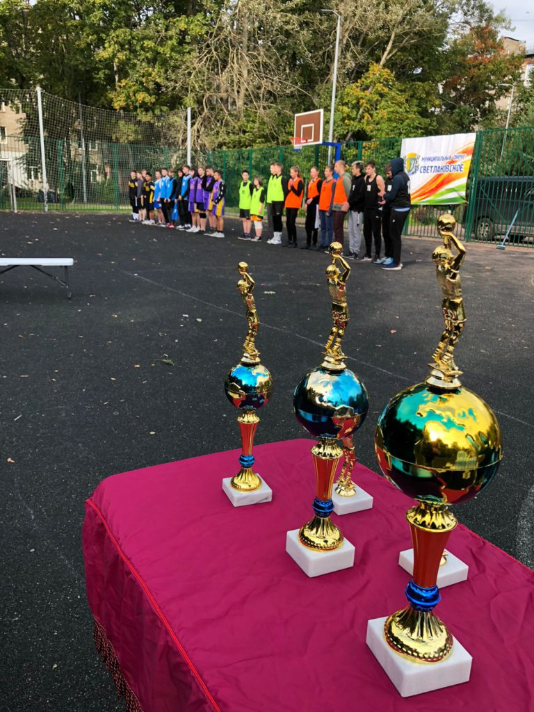Команды-участники турнира по стритболу в МО Светлановское на построении