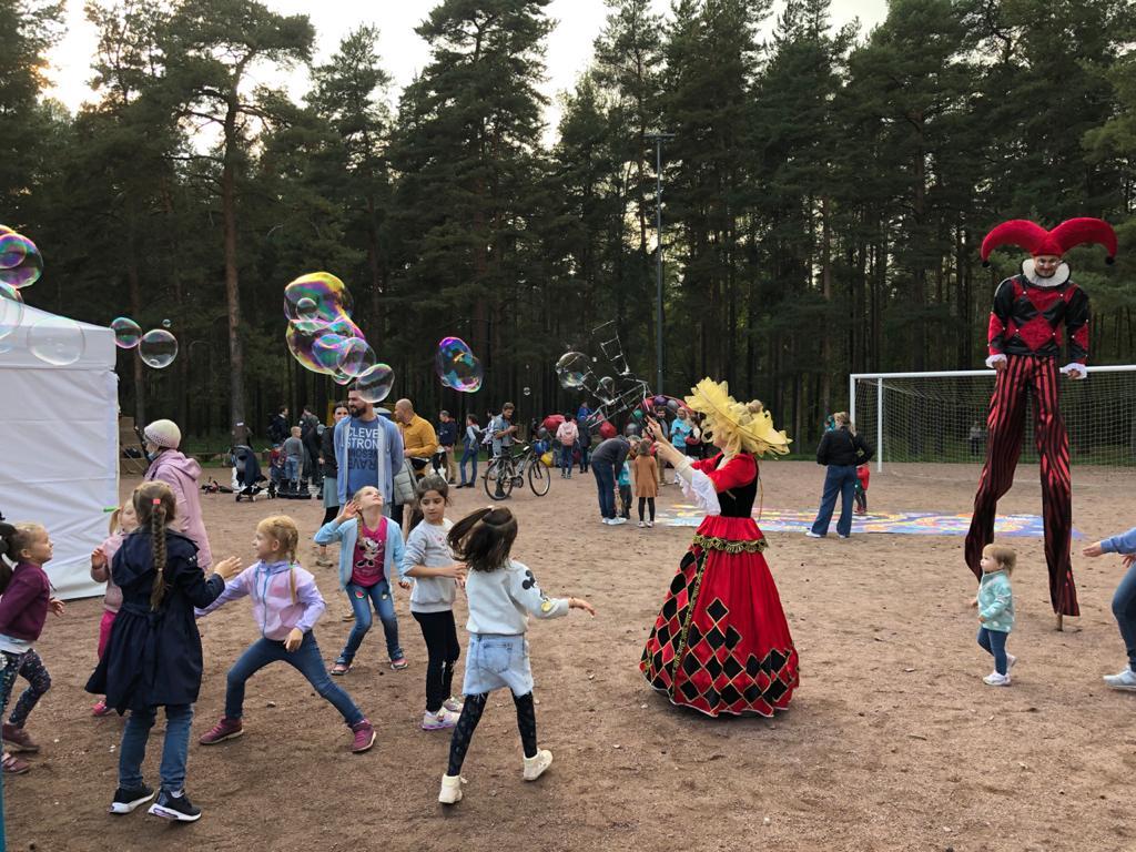 Шоу мыльных пузырей для детей и аниматор на ходулях