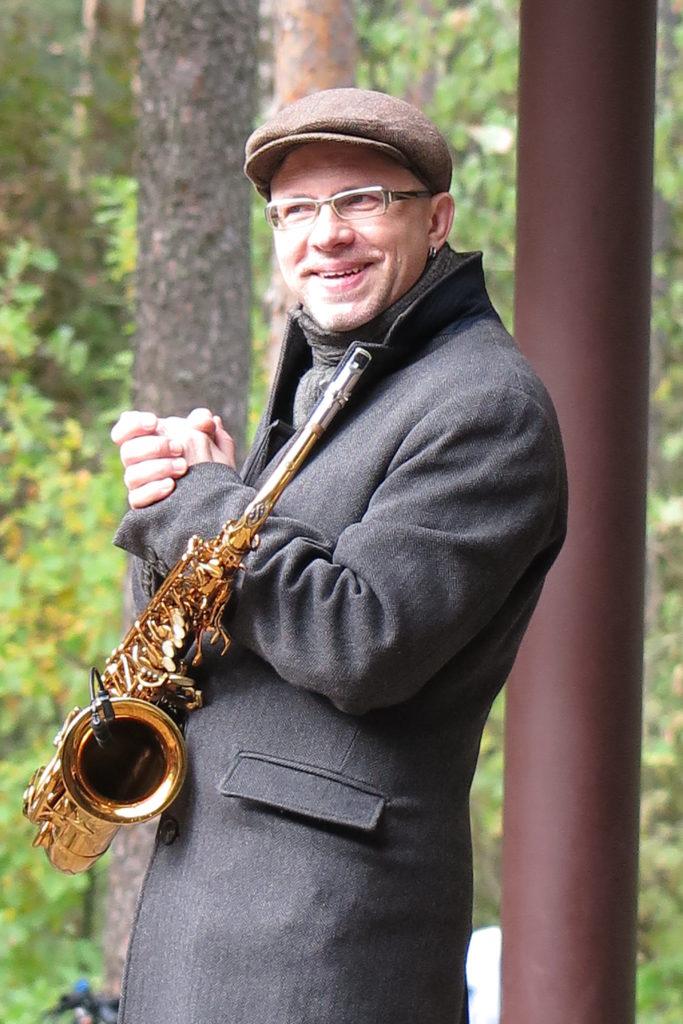 Музыкант в парке Сосновка 18.09.2021