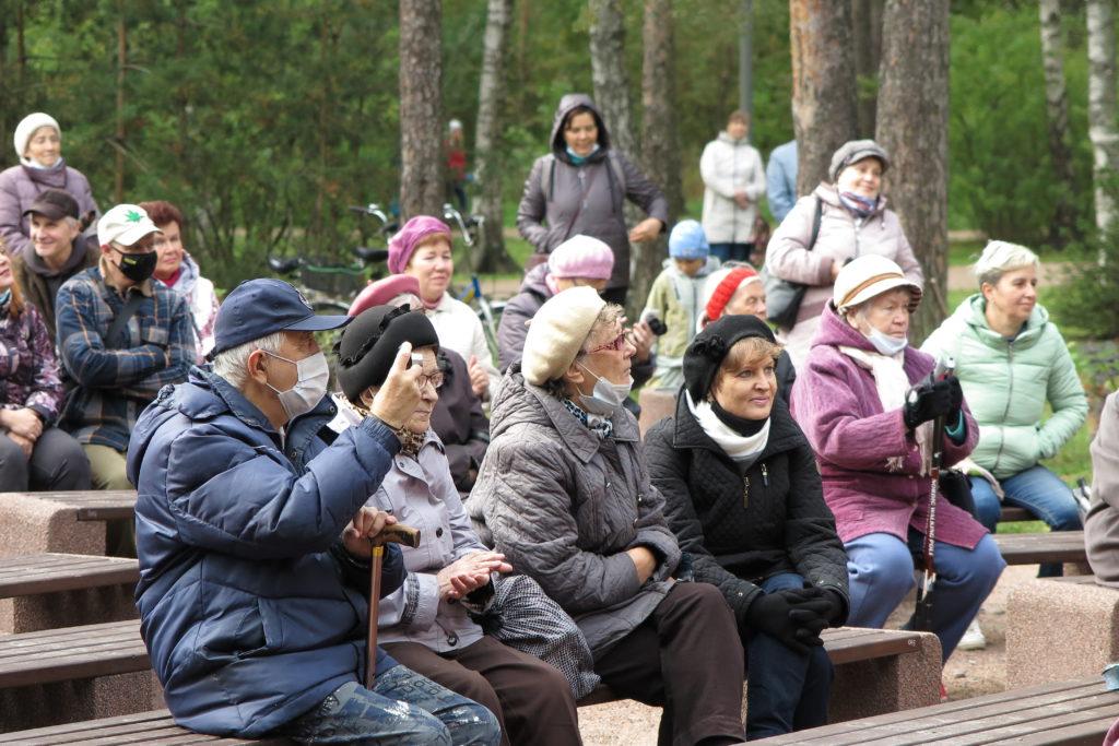 Жители МО Светлановское на концерте в парке Сосновка 18.09.2021